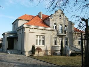 Dawna siedziba szkoły przy ulicy Warszawskiej
